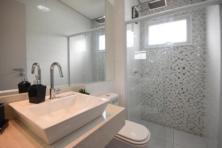 banheiro decorado do empreendimento.
