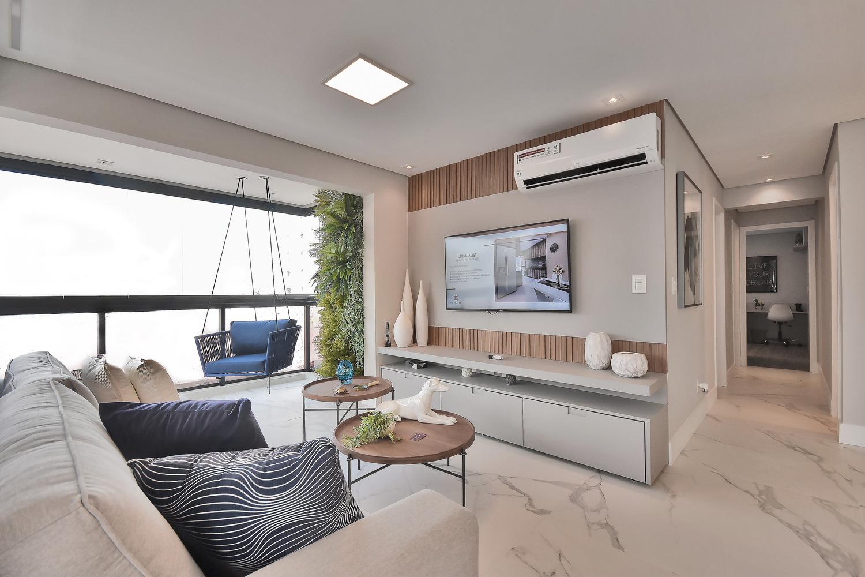 Apartamento modelo decorado do Residencial Piemonte com projeto de personalização do imóvel já executado. Destaque para o piso e a integração da área social com o terraço gourmet, opções de personalização oferecidas nos pacotes.
