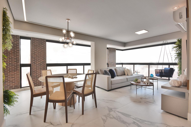 Área social do apartamento decorado do Residencial Piemonte totalmente integrada: uma possibilidade de escolha por meio dos pacotes de personalização.