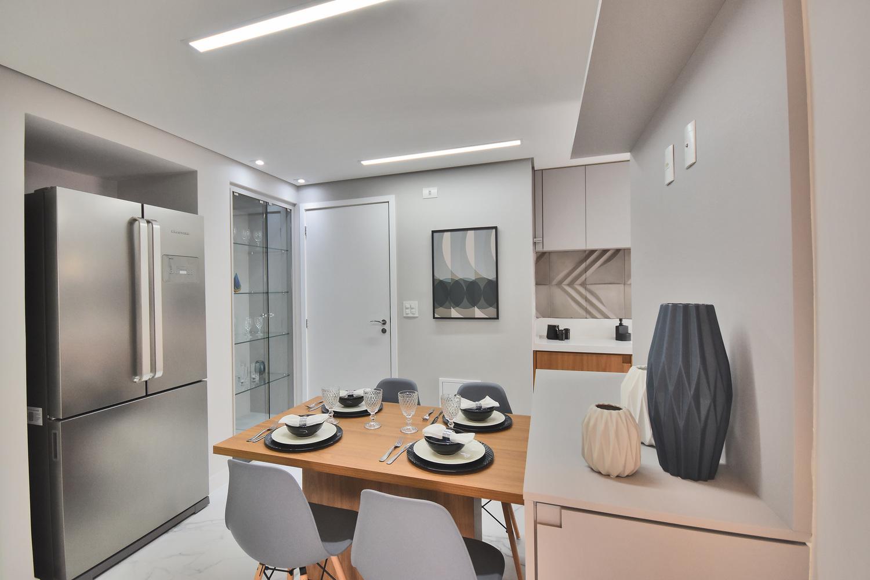 Cozinha do apartamento decorado do Residencial Piemonte: o projeto personalizado adequa-se a uma possível necessidade da rotina de boa parte das famílias – uma copa dentro da cozinha.